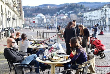 Cielo nuvoloso e aria fredda dai Balcani: temperature in calo