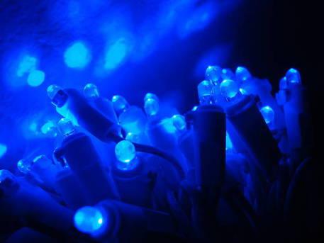 Cibi 'a luci blu' durano di più, led aiutano conservazione