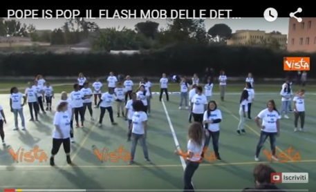 Un frame tratto dal video del flash mob © Ansa