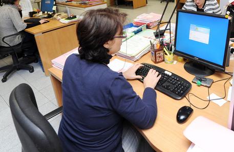 Ufficio Lavoro Napoli : Forza lavoro e stipendi bolzano al top arranca il sud economia
