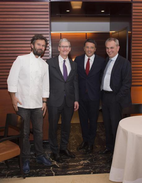 Renzi a pranzo con tim cook da cracco politica for Cracco a palazzo