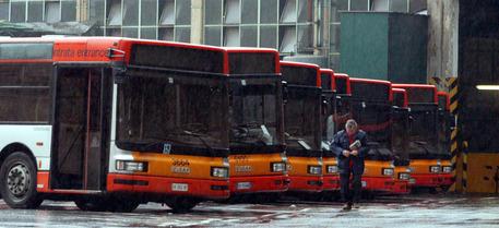 Autobus In Fiamme A Lecco Lombardia Ansa It