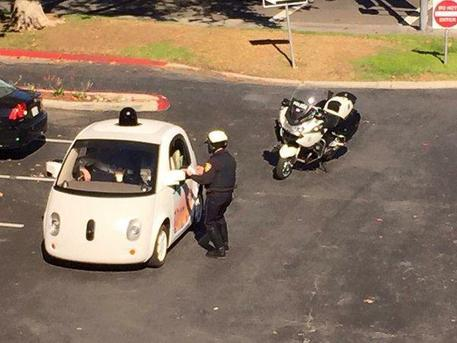 Prima multa ad una Google Car © ANSA
