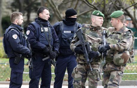 """Parigi: la testimonianza di un italiano: """"50 fucili puntati contro di me"""""""