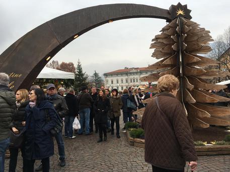 Natale trento folla a mercatini domenica trentino aa s - Mercatini piemonte oggi ...