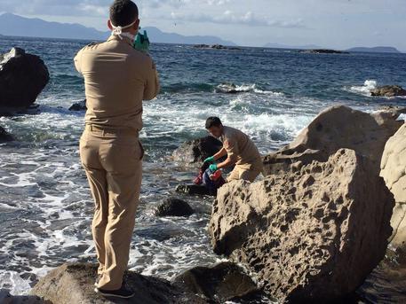 Il corpo di una bambina di 4 anni è stato ritrovato da alcuni pescatori sulla costa egea della Turchia © EPA