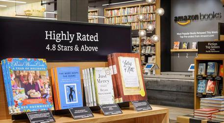 Amazon va controcorrente, apre negozio 'fisico' di libri