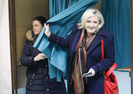 Marine Le Pen al seggio © EPA