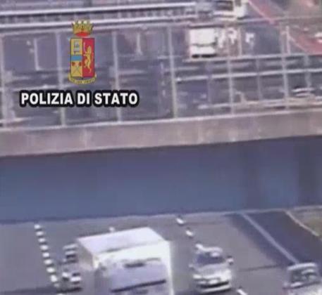 Polizia, evitati scontri violenti tra ultras di Milan e Napoli in autostrada