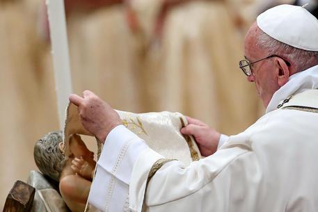 Il Papa: non perdere fiducia nella famiglia, il mondo ne ha bisogno