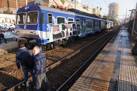 Italia, uomo e donna travolti da treno a Milano, un morto