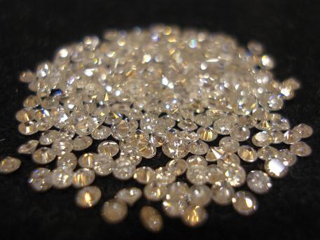 Vendita di diamanti, la Finanza perquisisce 5 banche