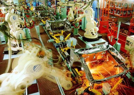 Nella foto di archivio ,  l'interno di un reparto in uno stabilimento © ANSA