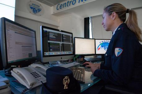 Un'agente della Polizia postale © ANSA
