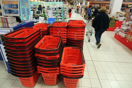 Auchan: addio all'Italia, a Conad supermercati e Simply