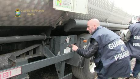 Olio lubrificante venduto per gasolio, 19 arresti tra Italia e Polonia