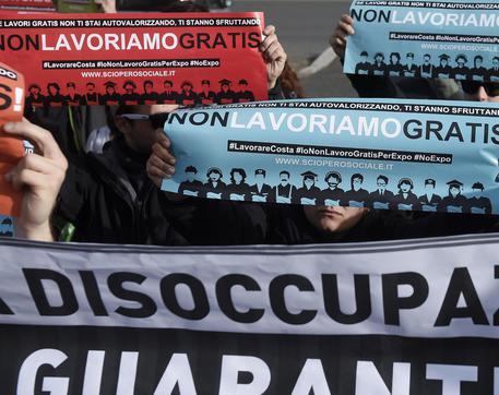Una recente manifestazione di disoccupati, FOTO ARCHIVIO © ANSA