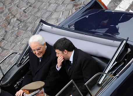 Il presidente Mattarella con il premier a bordo della Flaminia, dopo il giuramento e il discorso di insediamento a Montecitorio, 3 febbraio 2015 © ANSA