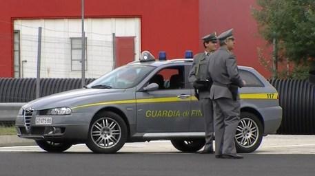 Cricca cinese-italiana: 84 indagati a Prato per falsi permessi di soggiorno