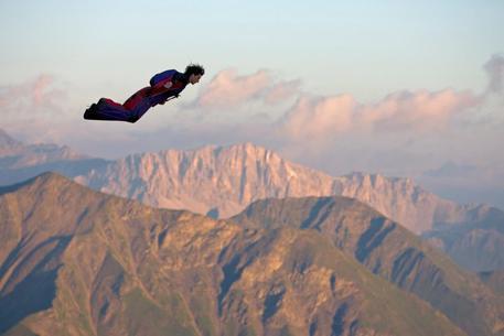 Chamonix: si schianta contro una casa, morto base jumper