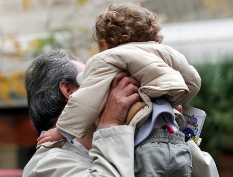 Maltrattamenti sui bambini: maestra scuola materna ai domiciliari in Brianza