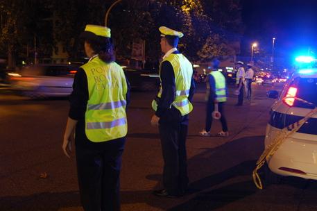 Roma, bus finisce contro albero: feriti 2 passeggeri, uno è grave
