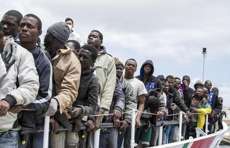 Persone In 441 Dirette ImmigrazioneLibia Europa Africa Arresta PZkiuX