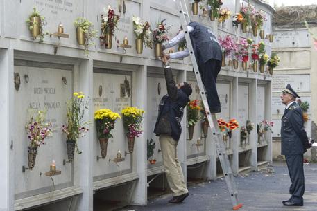 Truffa in cimitero Napoli: sequestrate 8 cappelle gentilizie