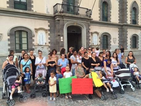 Lipari, la protesta delle mamma per la chiusura del centro pediatrico$