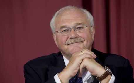 AGCOM, TIM e Wind devono cambiare l'eurotariffa