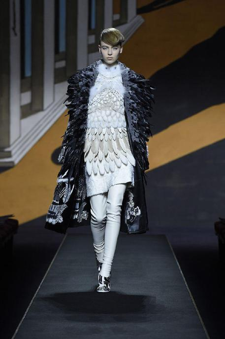 Fendi 39 s 39 haute fourrure 39 closes paris couture week for Haute in english