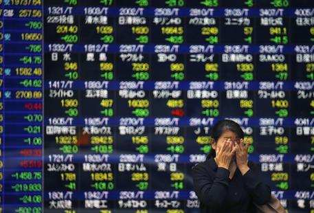 Borsa: Asia a picco, timori contagio da Grecia e Cina © AP