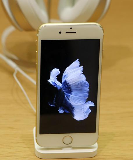 Apple: l'iPhone day, arriva in 12 paesi © AP