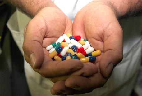 Corruzione e truffa nel settore farmaceutico: 19 arresti di medici e imprenditori