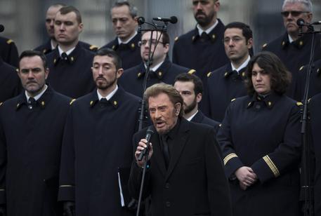 Parigi, le autorità francesi rendono omaggio alle vittime del terrorismo