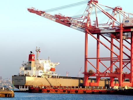 Commercio estero: a febbraio aumentano export e import