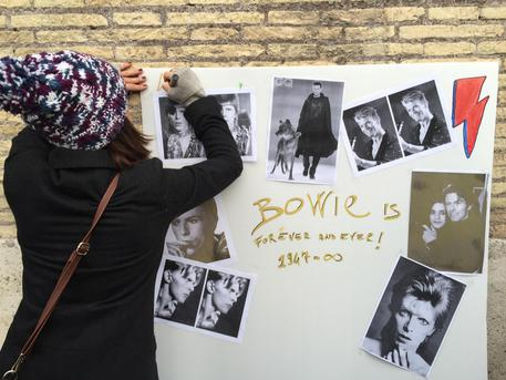 David Bowie: flash-mob in suo ricordo a Roma © ANSA