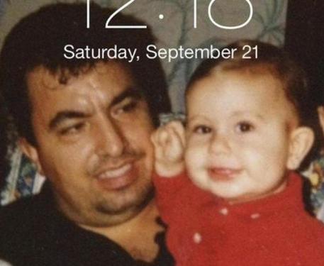 Il piccolo Michel Santomenna in una foto col padre tratta dal profilo facebook di Gaetano Santomenna © ANSA