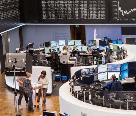 c0cede51d5 Borsa: Milano ancora negativa con banche, Banco Popolare resta a -9 ...