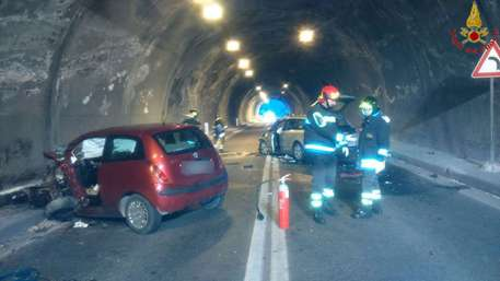 Frontale in galleria sulla Salerno-Reggio Calabria: quattro morti, tra cui un bambino