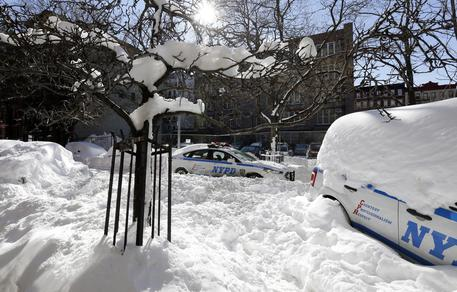 New York e la costa est sepolte dalla neve, 31 morti