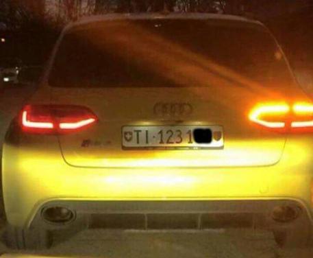 Audi gialla: abbandonata e bruciata nel Trevigiano