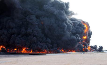 Libia, uomini armati nella sede della compagnia petrolifera di Stato a Tripoli
