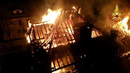 Incendi distrutte 5 abitazione ad asiago veneto for Alloggi asiago