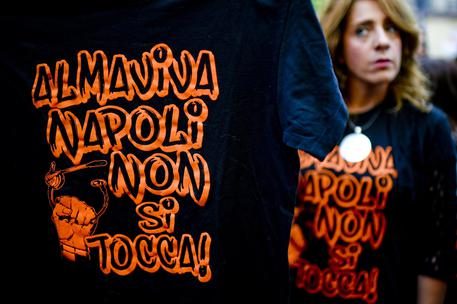 Vertenza Almaviva: protesta a Napoli contro la chiusura dell'azienda