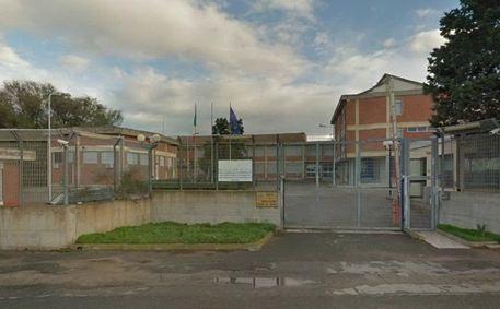 Incendio a Monastir nell'ex Scuola Penitenziaria destinata a diventare centro d'accoglienza