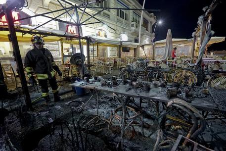 Esplode stufa all'esterno di un ristorante sul lungomare di Napoli, due feriti