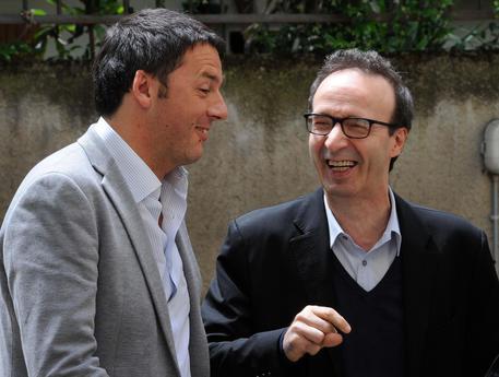 Roberto Benigni e Matteo Renzi in un'immagine ripresa a Firenze nel maggio 2013 © ANSA