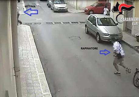 Rapina notturna ad un'anziana Arrestato 26enne, caccia ai complici