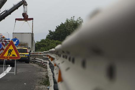Incidente sul lavoro: operaio travolto e ucciso in autostrada
